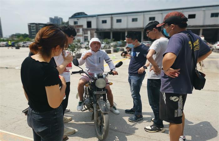 摩托车考试中