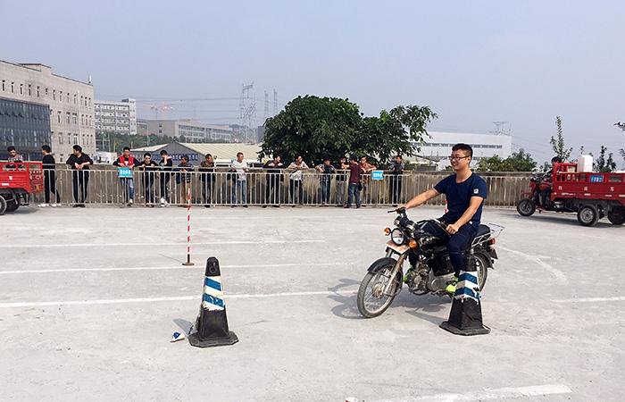 摩托车学员考试现场